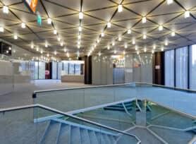 Foyer OG mit Blick auf das Parkhaus und VIP-Appartment