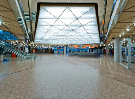 Foyer EG im CCD Ost mit Blick auf das Bistro