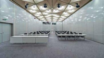 Raum R im CCD Ost parlamentarische Bestuhlung