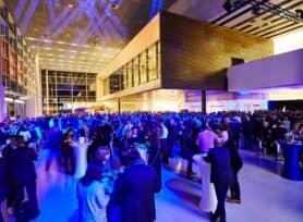 Foyer der Halle 1 mit Party