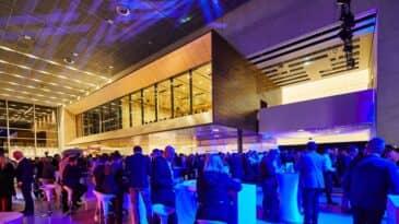 Party im Foyer der Halle 1